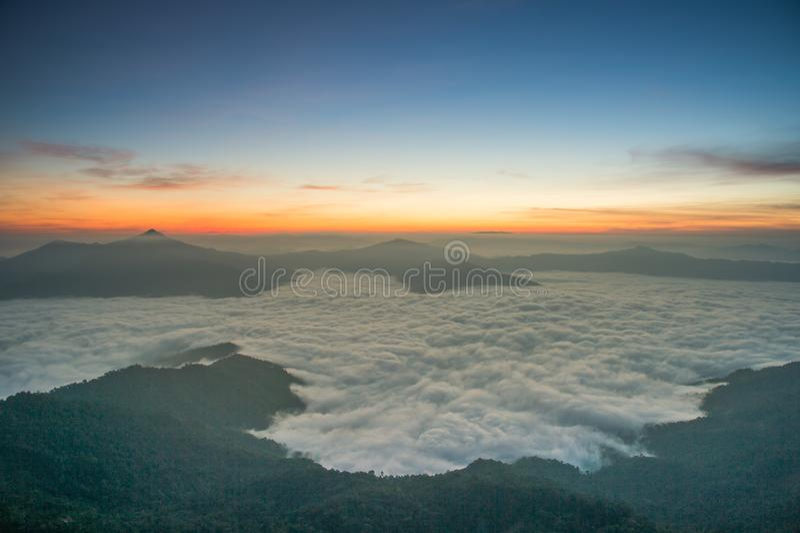 Piękny wschód słońca w Chiang raja Thailand zdjęcie royalty free