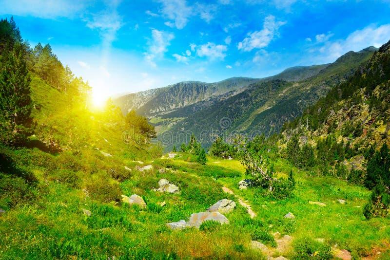 Piękny wschód słońca w wysokich górach fotografia stock