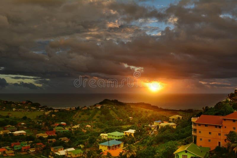 Piękny wschodu słońca niebo nad Atlantycki ocean Święty Vincent i grenadyny obraz stock