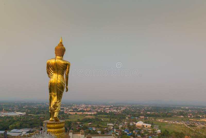 Piękny złoty trwanie Buddha wizerunek zdjęcie royalty free