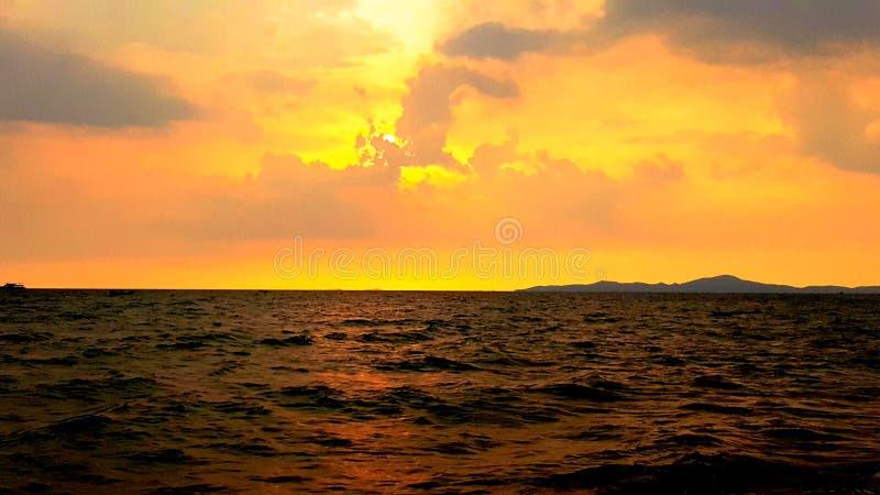 piękny zachód słońca na plaży zdjęcia stock