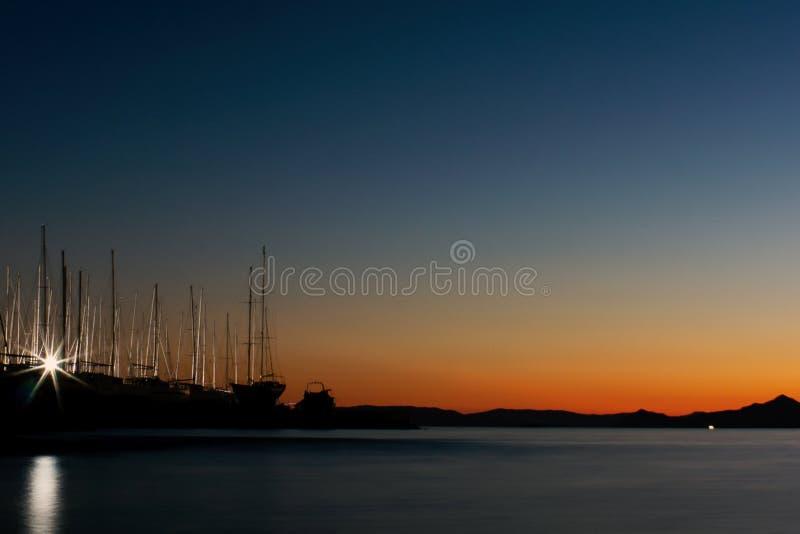 piękny zachód słońca Ostatni promienie słońce Jachty i morze obrazy stock