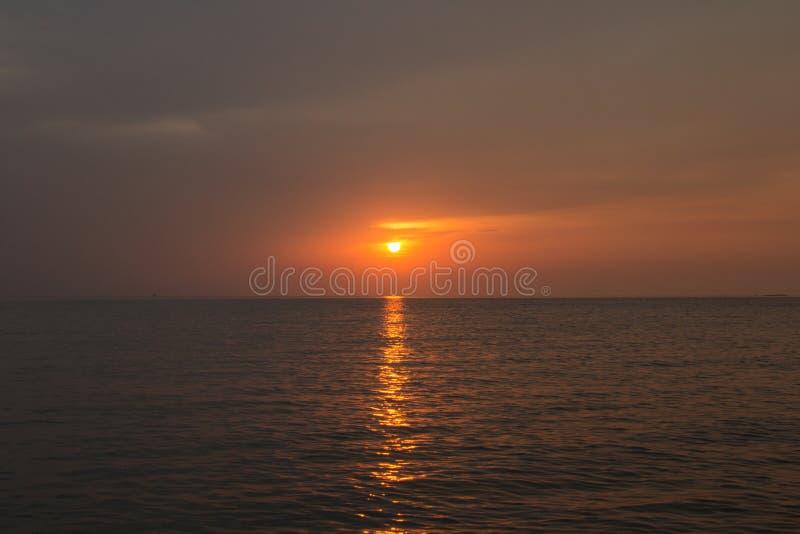 piękny zachód słońca w tle obrazy royalty free