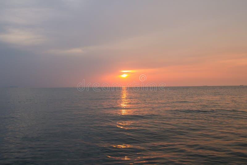 piękny zachód słońca w tle fotografia royalty free