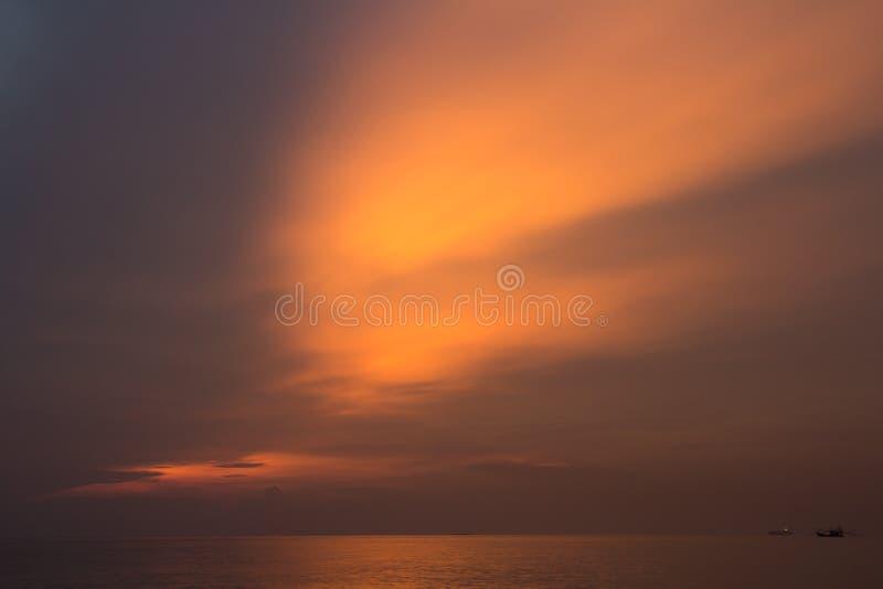 piękny zachód słońca w tle zdjęcie royalty free
