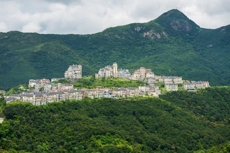 Piękny zamek w dolinie i górach w Shenzhen Overseas Chinese Town East OCT East w Guangdong, Chiny A zdjęcia royalty free