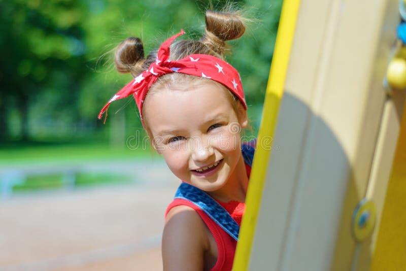 piękny zamkniętej dziewczyny mały portret mały zdjęcie stock