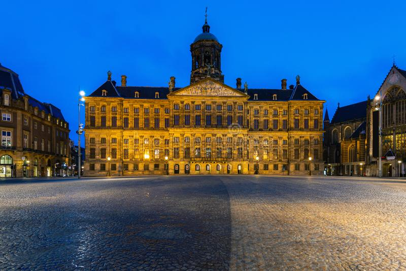 Piękny zima widok Royal Palace na grobelnym kwadracie w Amsterdam holandie zdjęcie royalty free