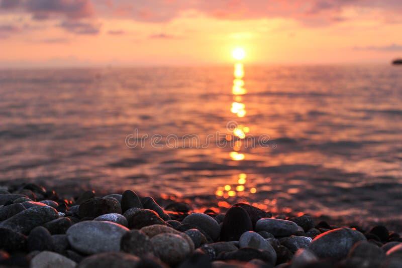 Piękny zmierzch nad ciepłym lata morzem, delikatny wieczór seascape fotografia royalty free