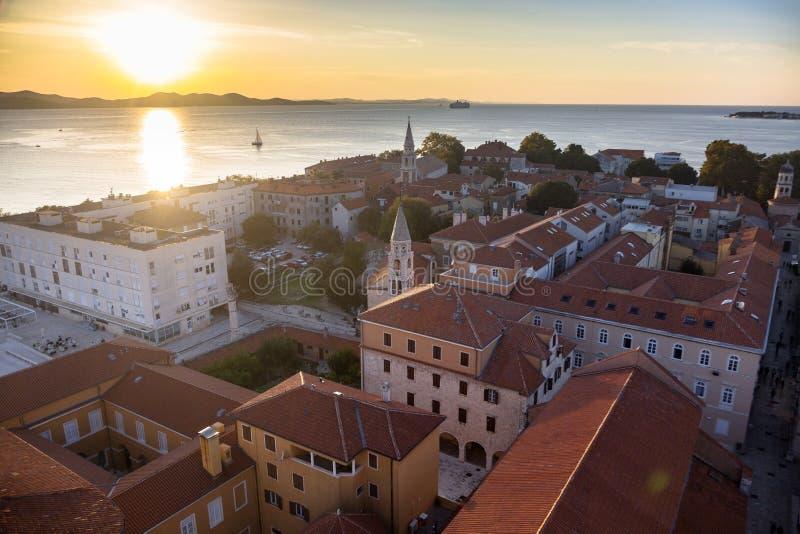 Piękny zmierzch nad starym miasteczkiem Zadar obraz royalty free