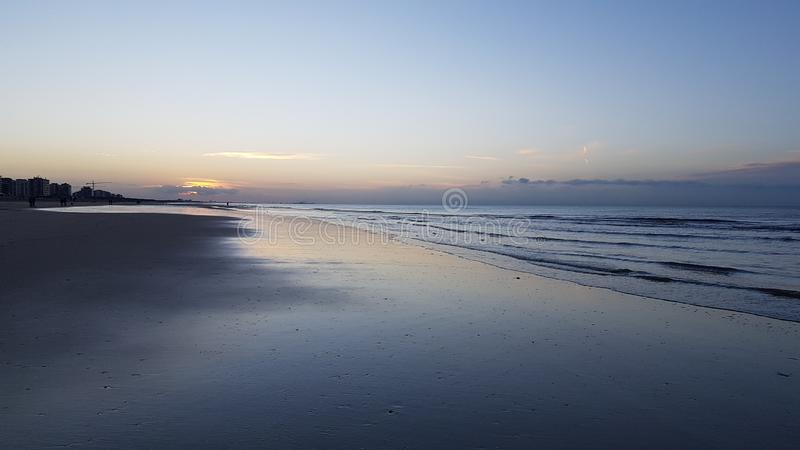 Piękny zmierzch w Belgia morzem zdjęcia royalty free
