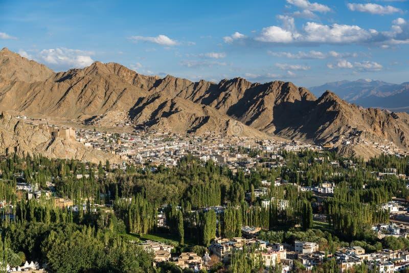 Piękny zmierzch w leh mieście, widok od shanti stupy fotografia royalty free