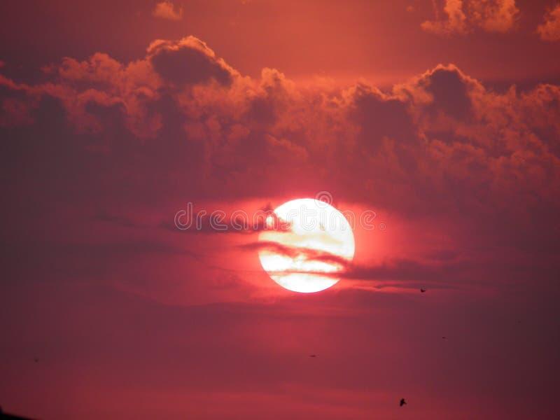 Piękny zmierzch w pomarańczowym niebie zdjęcia stock
