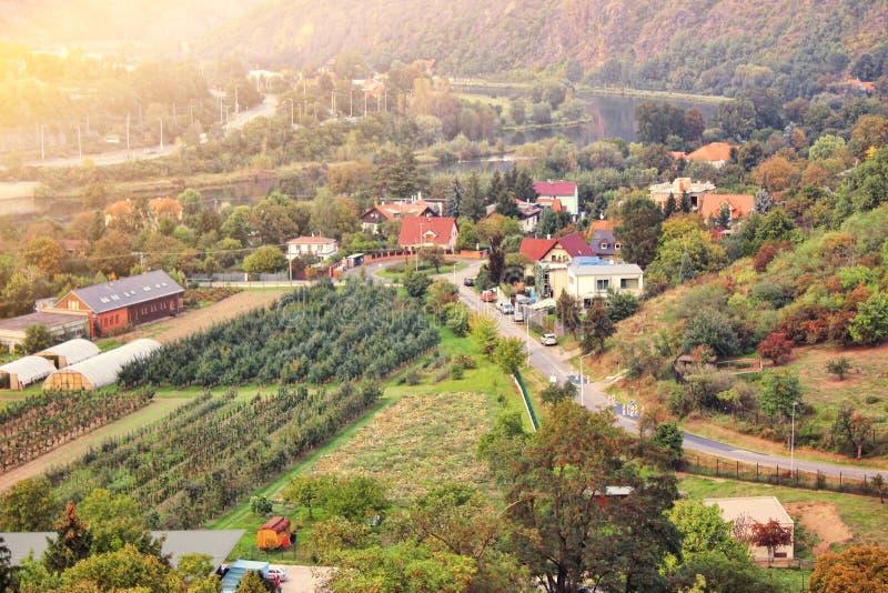 Piękny zmierzch w przedmieściu Pague Widok z lotu ptaka romantyczny citiscape w republika czech, Środkowy Europa fotografia royalty free
