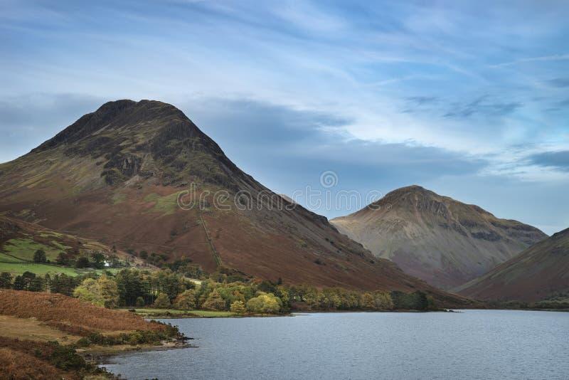Piękny zmierzchu krajobrazu wizerunek Wast woda wewnątrz góry i obrazy royalty free