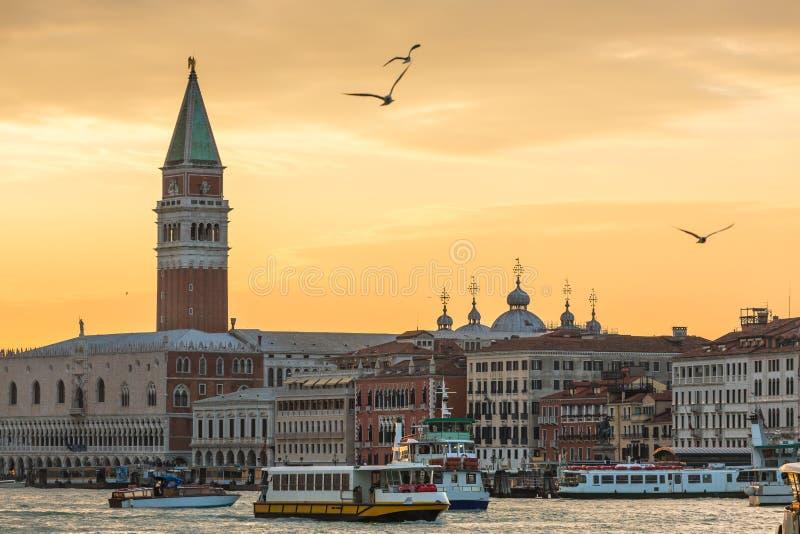 Piękny zmierzchu niebo nad San Marco Grand Canal w Wenecja i kwadratem zdjęcie royalty free