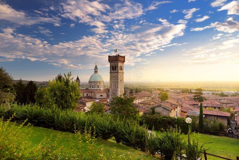 Piękny zmierzchu widok Lonato Del Garda, miasteczko i comune w prowinci Brescia, Włochy fotografia stock