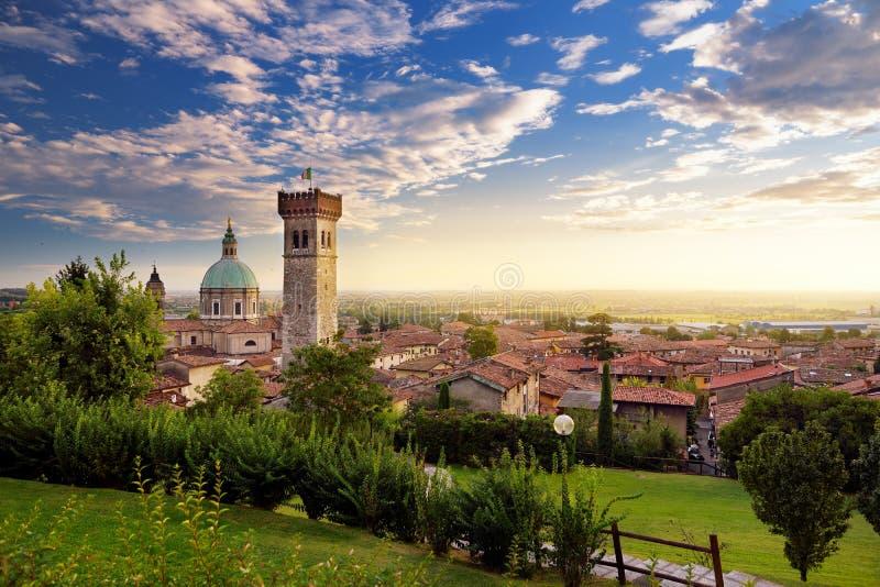 Piękny zmierzchu widok Lonato Del Garda, miasteczko i comune w prowinci Brescia, w Lombardy zdjęcie royalty free