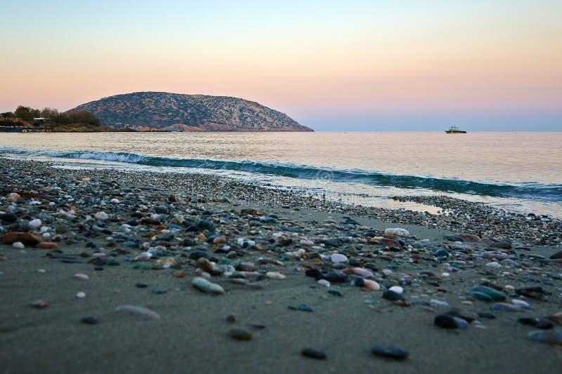 Piękny zmierzchu widok przy morzem śródziemnomorskim w Grecja zdjęcia stock