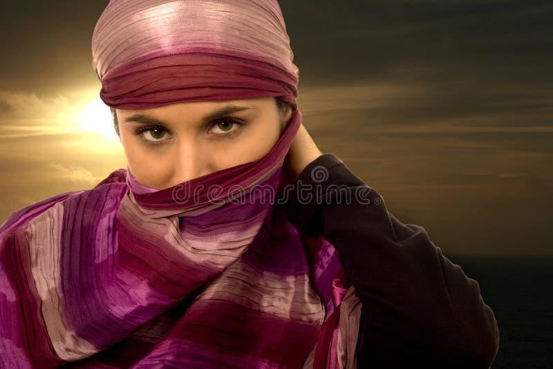 pięknych etnicznych oczu zielona kobieta zdjęcia royalty free