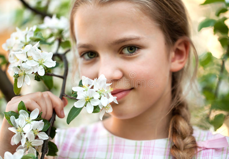 pięknych kwiatów ogrodowa dziewczyna fotografia stock