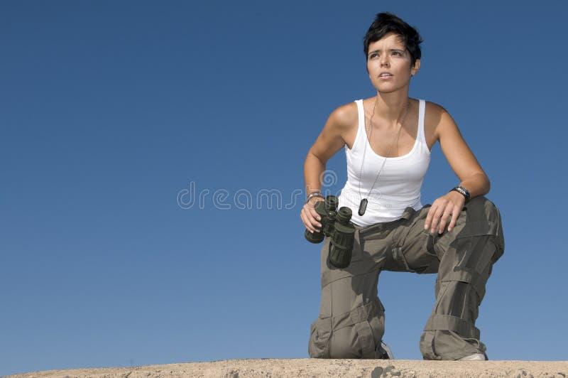 pięknych lornetek odzieżowy dziewczyny wojskowy fotografia royalty free