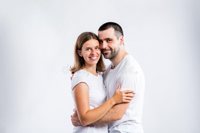Download Pięknych par młodych zdjęcie stock. Obraz złożonej z uściśnięcie - 65225690