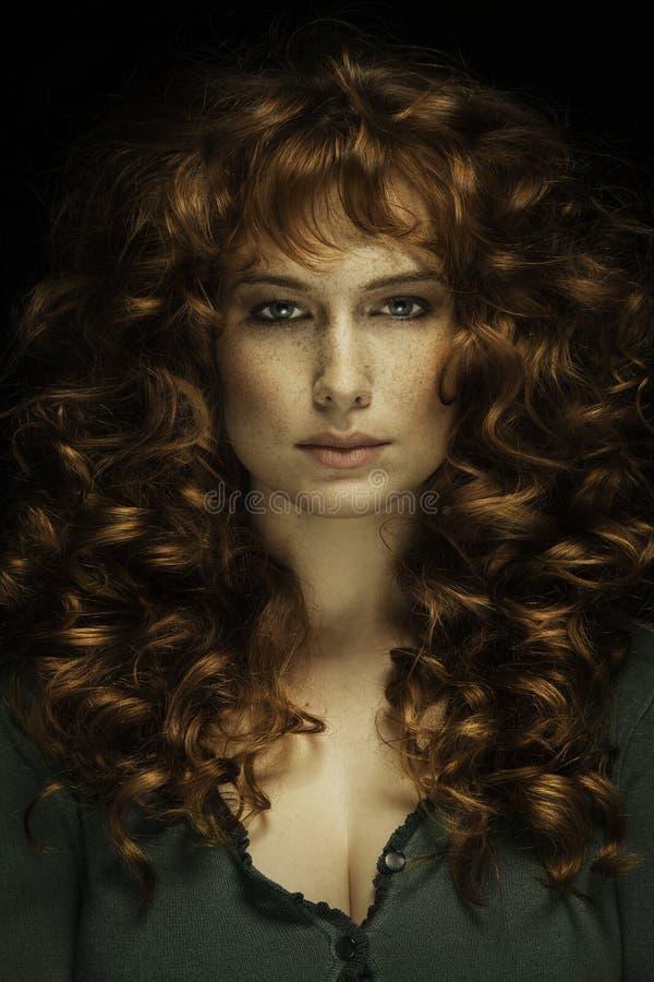 pięknych piegów włosiana czerwona kobieta obraz royalty free