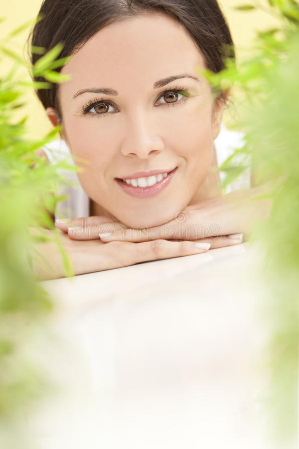pięknych pojęcia zdrowie naturalna uśmiechnięta kobieta obrazy stock