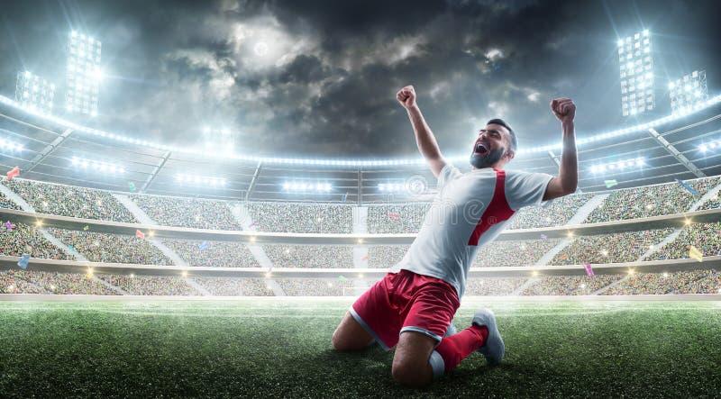 Piłek nożnych wygrany Fachowy gracz piłki nożnej świętuje wygrywający otwartego stadium sport Radość życie obraz stock