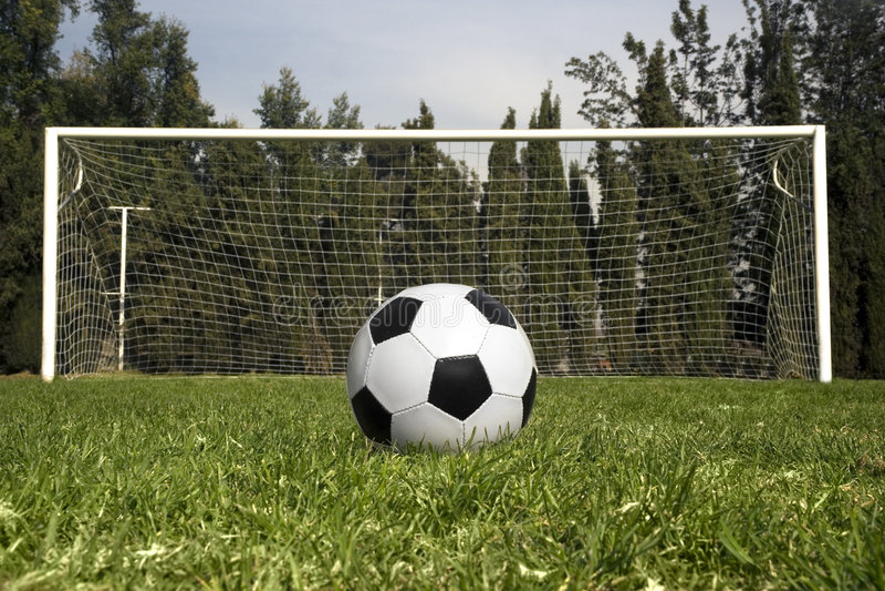 piłka była piłka nożna kopiącym czekać obraz royalty free