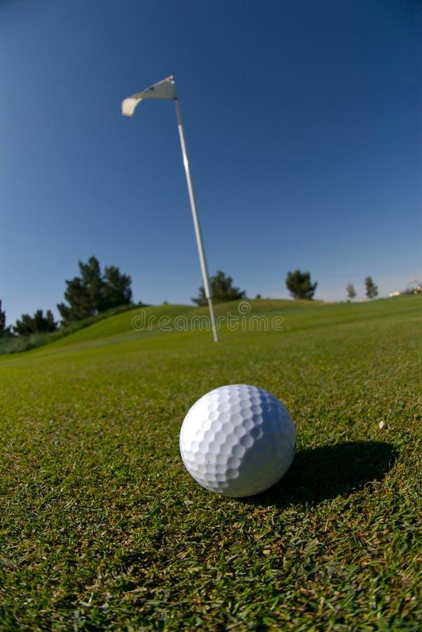 piłka golfa green zdjęcia royalty free