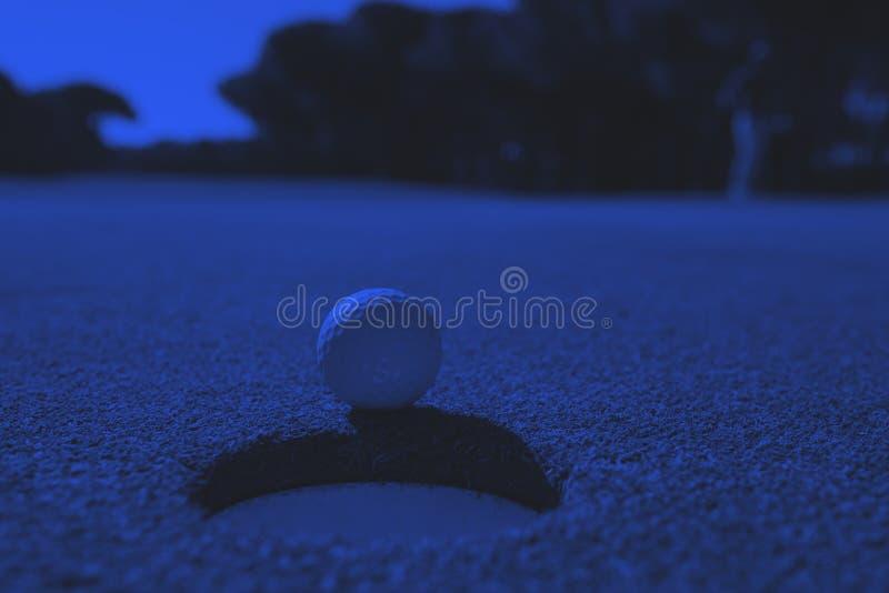 Piłka Golfowa w Dziurze obraz stock