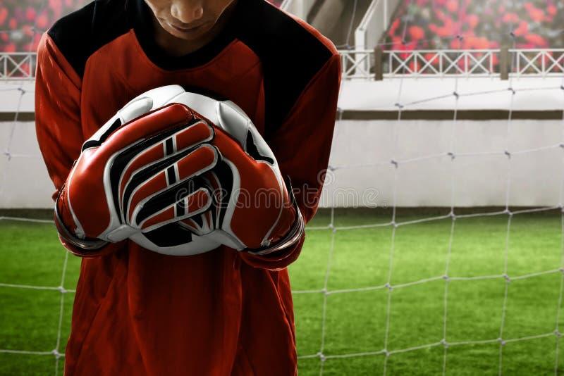 Piłka nożna bramkarza chwyt piłka obrazy stock