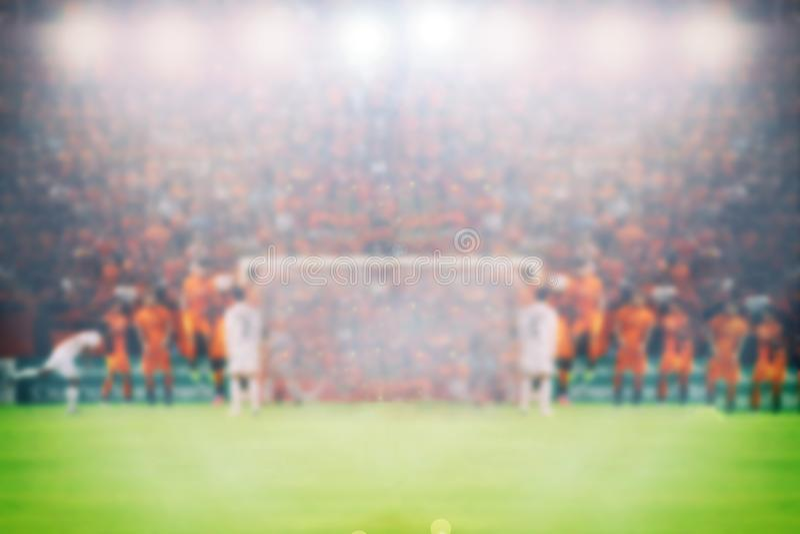 Piłka nożna i stadion futbolowy dla mistrzostwa wygrywamy dla Rozmytego plecy fotografia stock