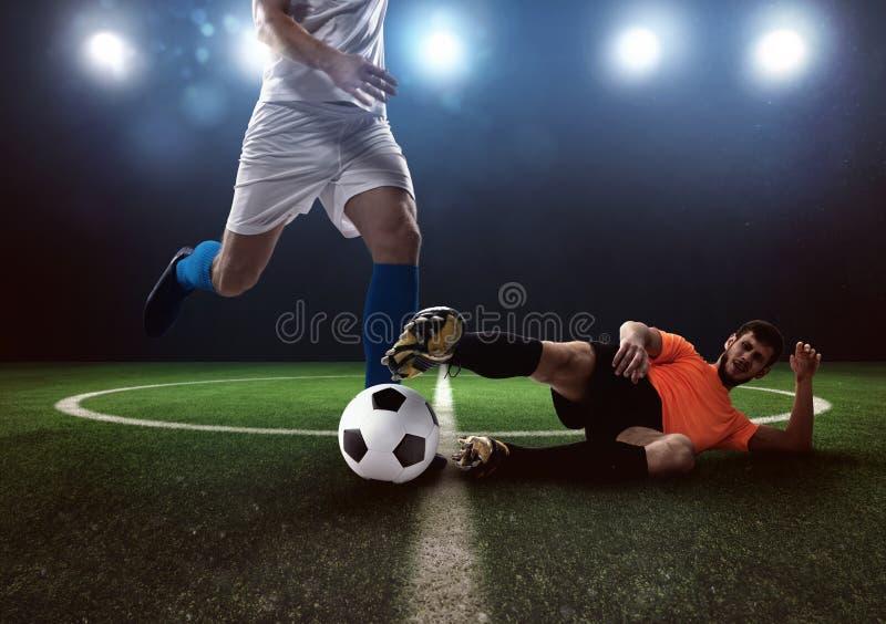 Piłka nożna konfliktu scena między graczami przy stadium zdjęcia stock