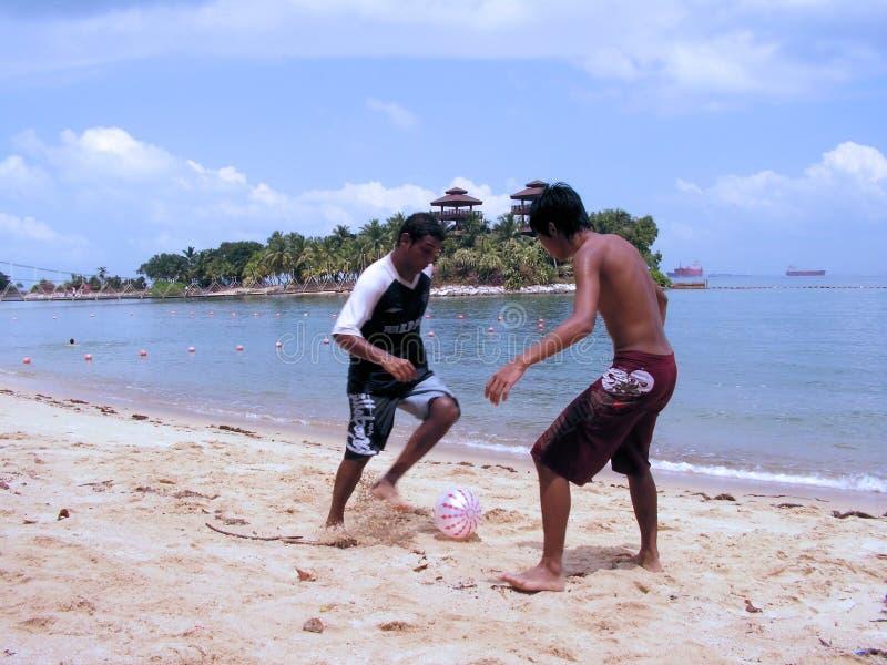 piłka nożna plażowym kurorcie obrazy stock