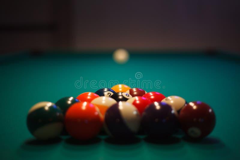 piłki bawić się basen dręczącego przygotowywającego ustawianie obrazy stock