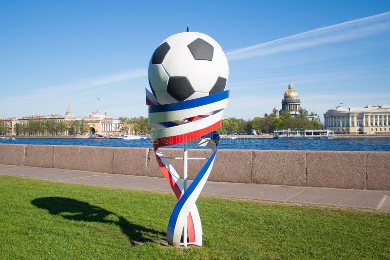 Piłki nożnej piłka i faborki rosjanin flaga kolor zdjęcie royalty free