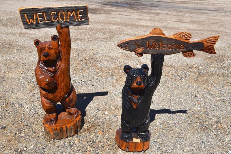 Piły łańcuchowej cyzelowanie kilka niedźwiedzie obrazy royalty free