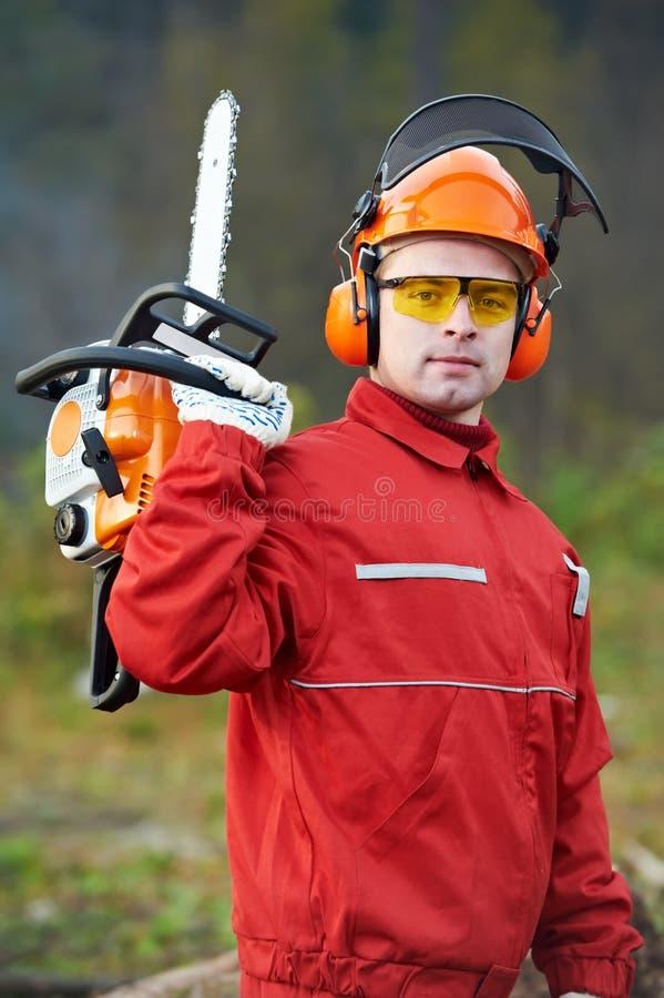 piły łańcuchowej lasowy lumberjack pracownik obrazy royalty free