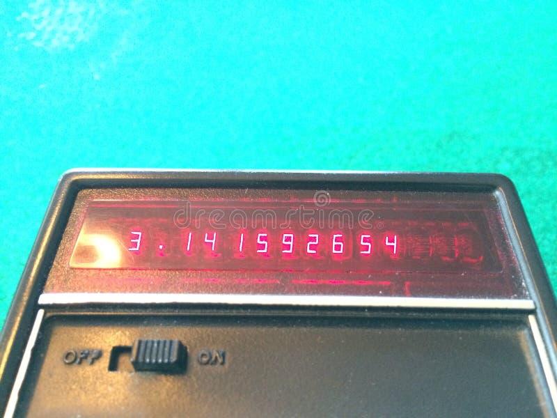Pi на старом калькуляторе стоковые изображения rf