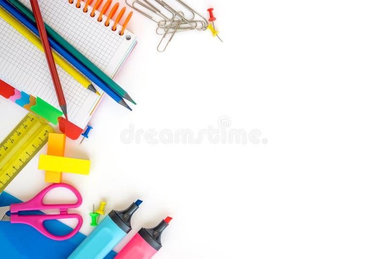 Σχολικές προμήθειες στο άσπρο υπόβαθρο r r στοκ φωτογραφίες με δικαίωμα ελεύθερης χρήσης