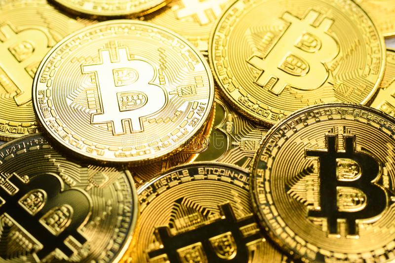 Pi?ces de monnaie d'or de Bitcoin photo stock