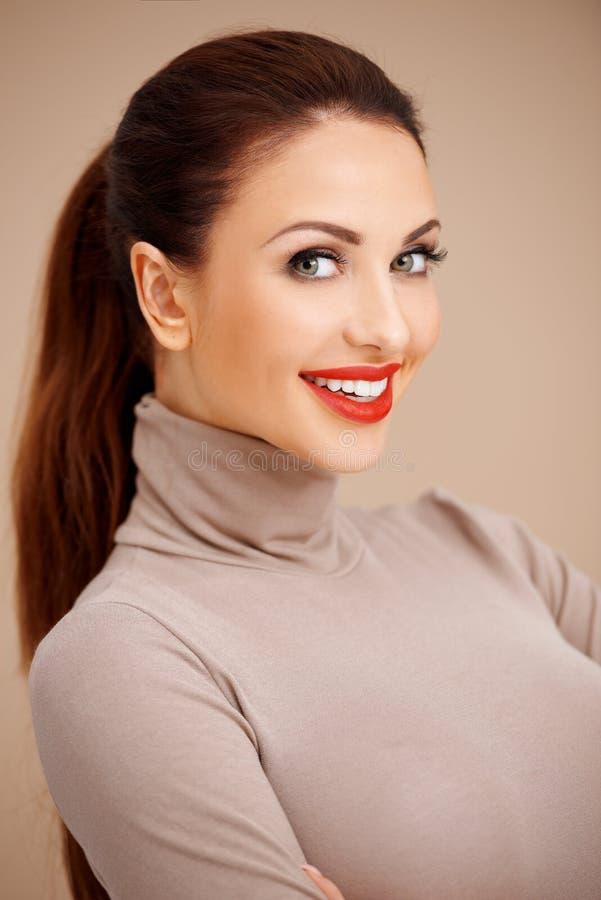 Download Piękna brunetka zdjęcie stock. Obraz złożonej z życzliwy - 28952798