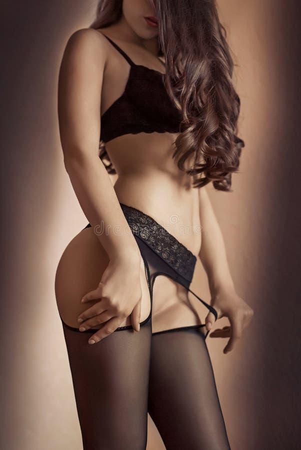 Download Piękna brunetka seksowna obraz stock. Obraz złożonej z femaleness - 53780657