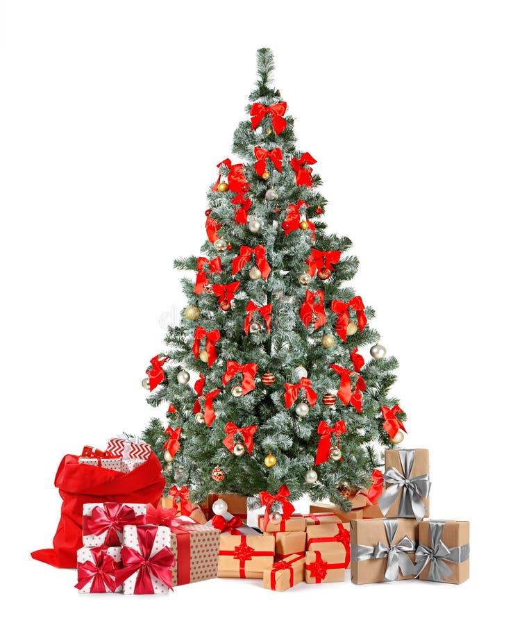 Pi?kna choinka z prezentami ?wi?towanie czas zdjęcie royalty free