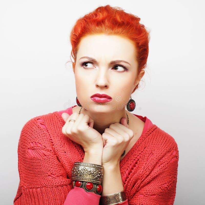 Download Piękna gniewna kobieta obraz stock. Obraz złożonej z tło - 53787913