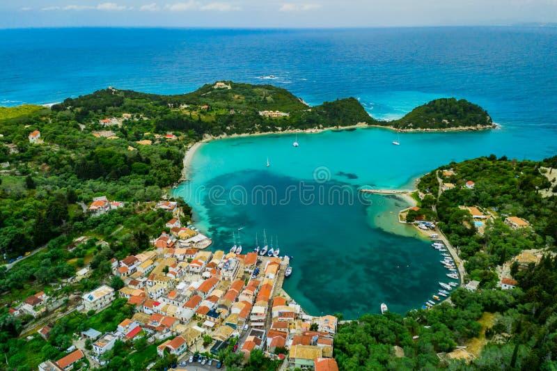 Pi?kna turkus zatoka w Lakka Paxos Ionian wyspy Grecja zdjęcia stock