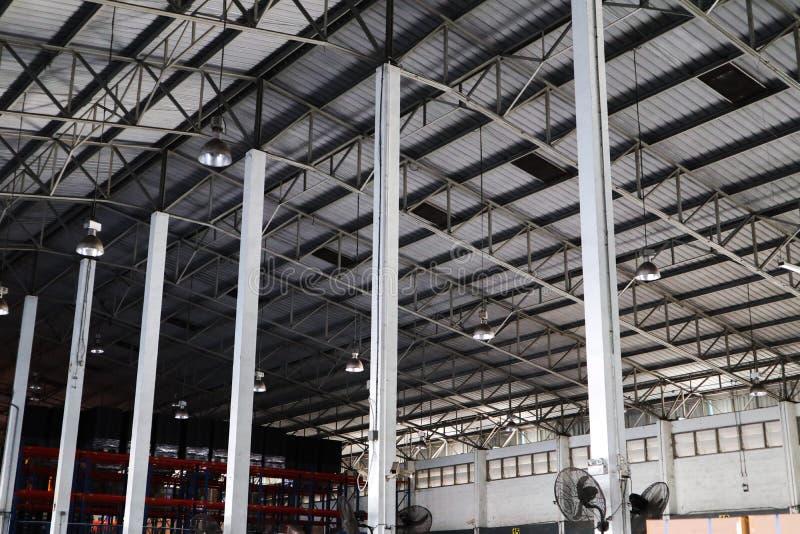 Pi?kna zbli?enie metalu stal i aluminiowy projekt ramowych budynk?w fabryki i ?adunek budowy fotografia royalty free